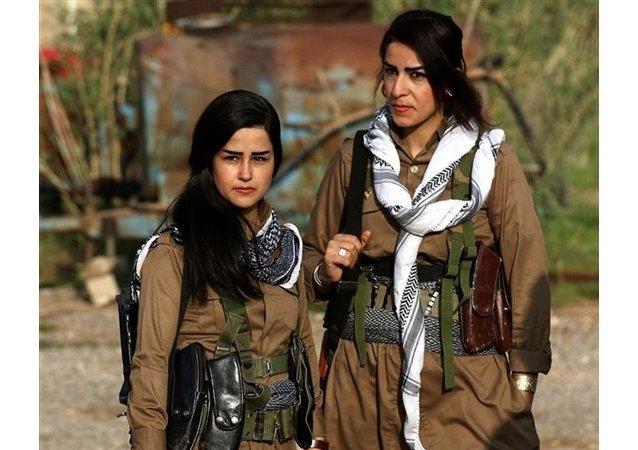 جميلات كردستان يحتفلن بعيد النوروز في ساحات القتال