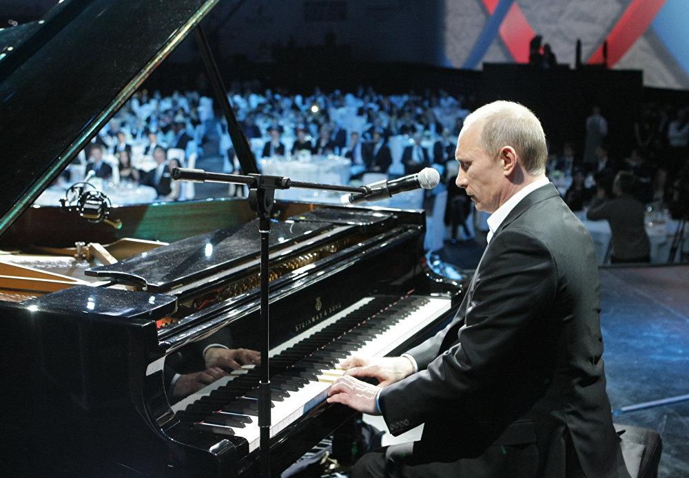 الرئيس الروسي فلاديمير بوتين خلال مهرجان في مدينة سانت بطرسبرغ