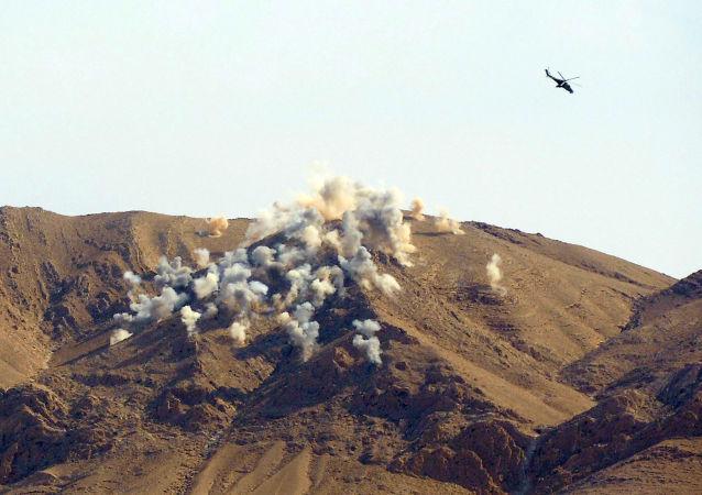 غارة جوية على مواقع للإرهابيين