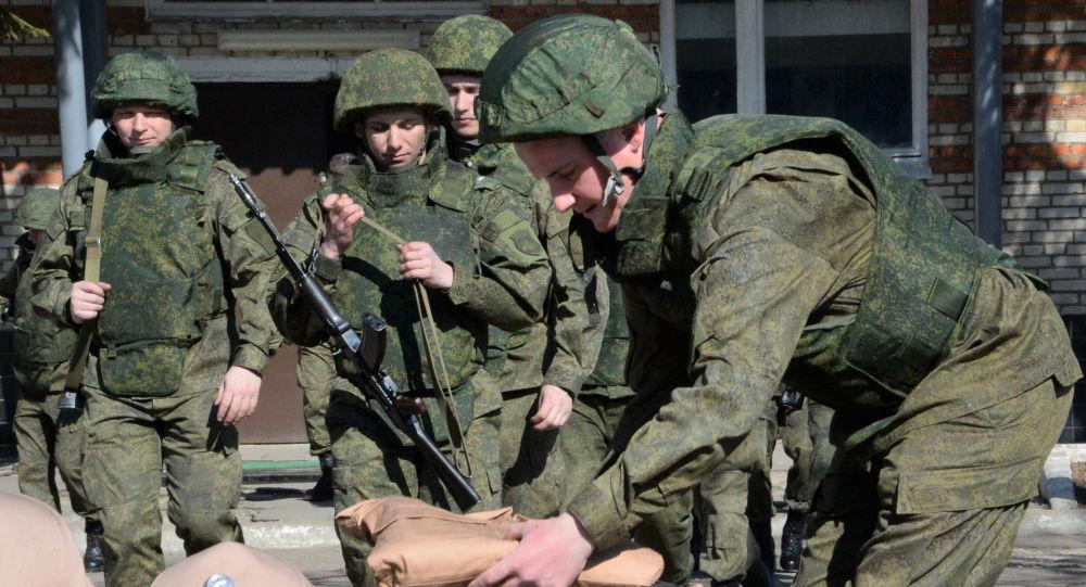 الفريق الروسي لإزالة الألغام يستعد للتوجه إلى تدمر، سوريا.