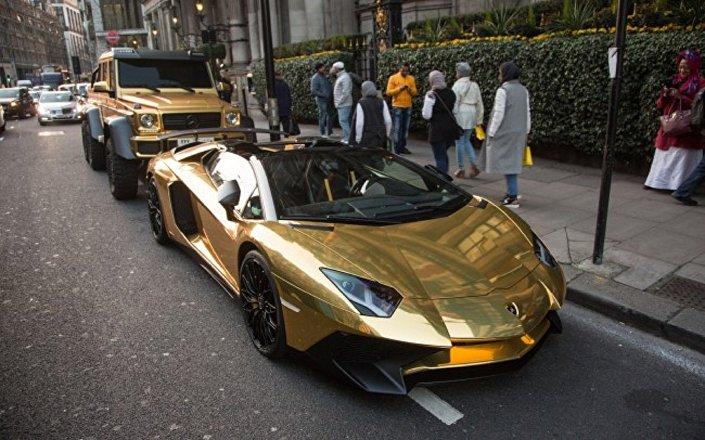 سعودي يذهل شوارع لندن بأسطول من السيارات