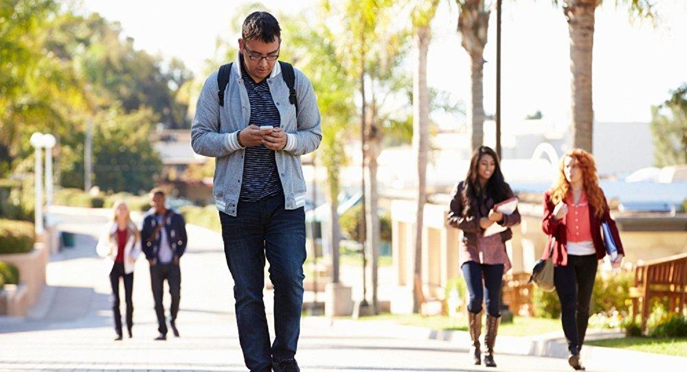 تجريم كتابة الرسائل النصية  أثناء السير