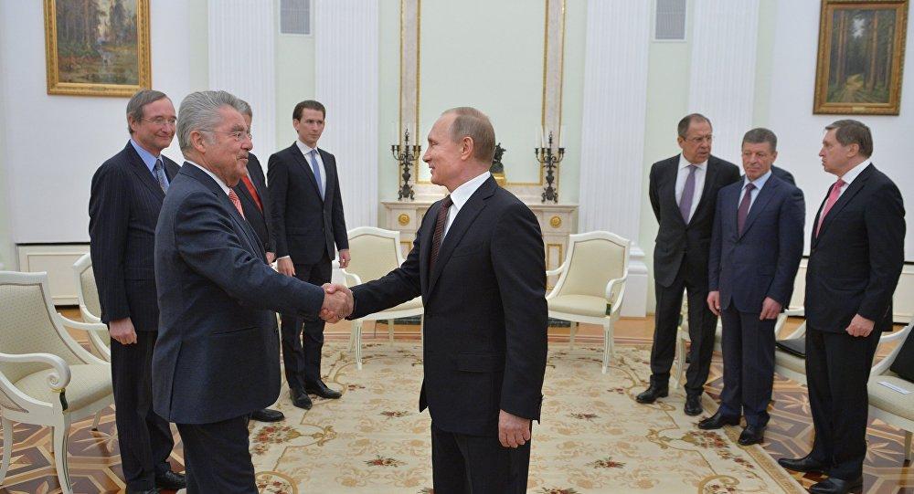 رئيس النمسا، هاينتز فيتشير،  خلال المباحثات مع الرئيس الروسي فلاديمير بوتين