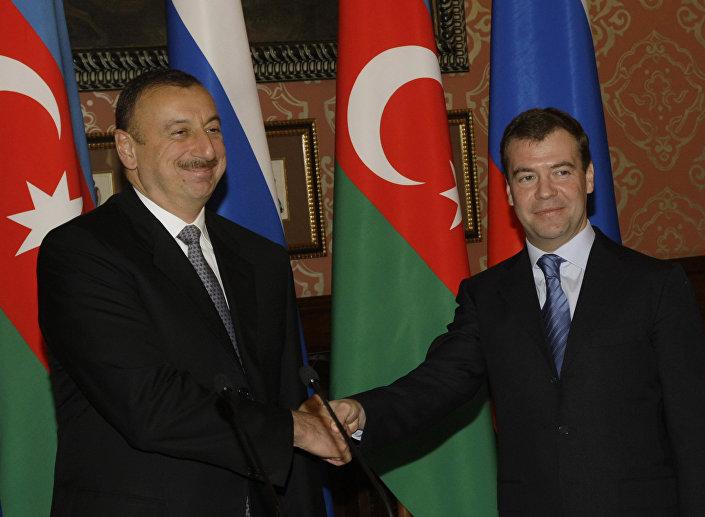 لقاء رئيس الوزراء الروسي دميتري ميدفيديف والرئيس الأذربيجان إلهام علييف