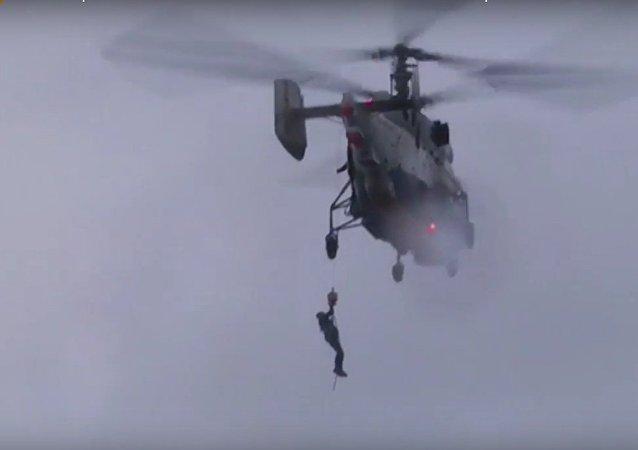 فريق الإنقاذ الروسي أكثر إثارة من أفلام هوليوود