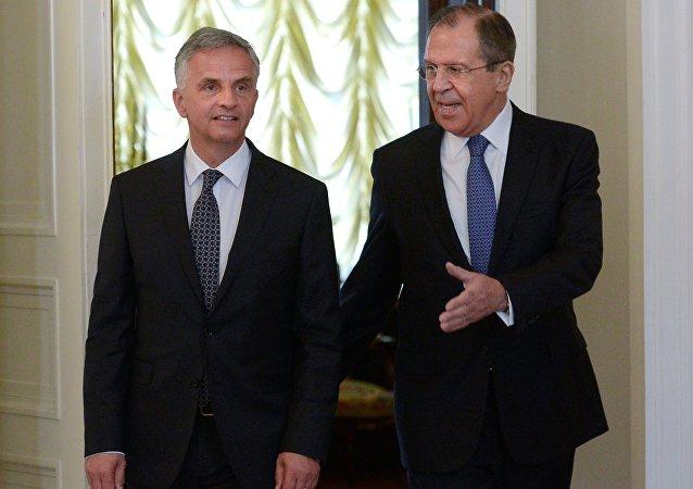 سيرغي لافروف مع وزير الخارجية السويسري