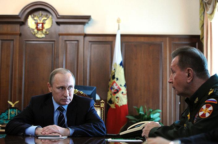 الرئيس فلاديمير بوتين وقائد الحرس الوطني فيكتور زولوتوف