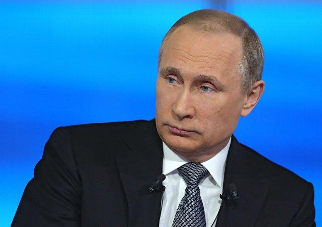 الحوار المباشر للرئيس الروسي فلاديمير بوتين مع المواطنين الروس