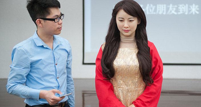 روبوت صيني يشبه الفتاة