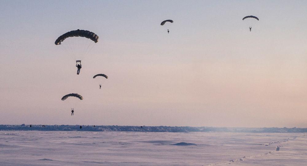 تدريبات القوات الخاصة في محيط القطب الشمالي