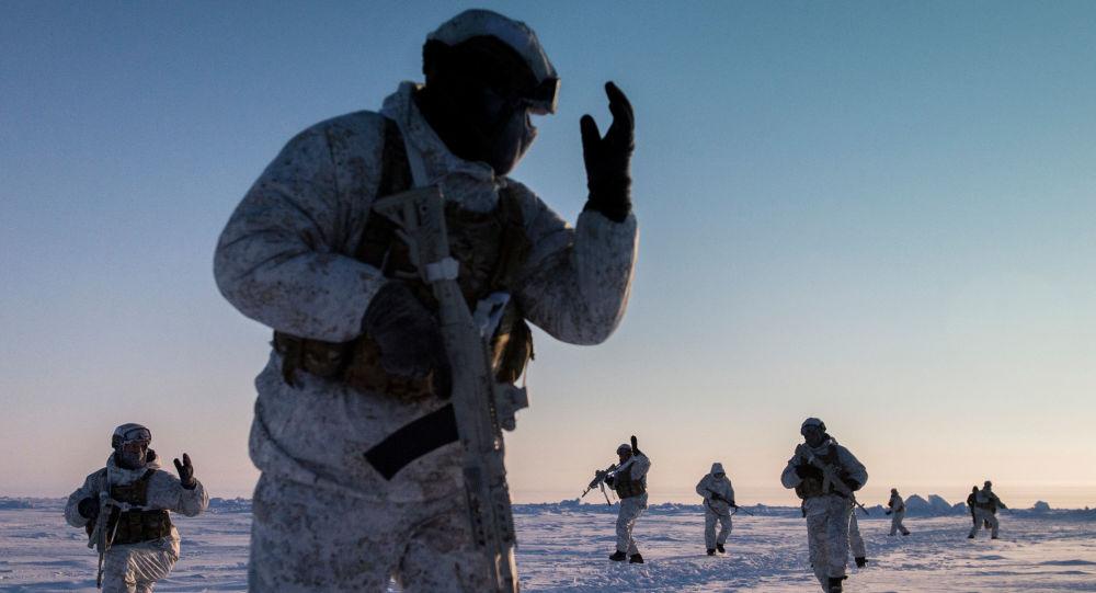 تدريبات القوات الخاصة التابعة لوزارة الداخلية الشياشنية في محيط القطب الشمالي