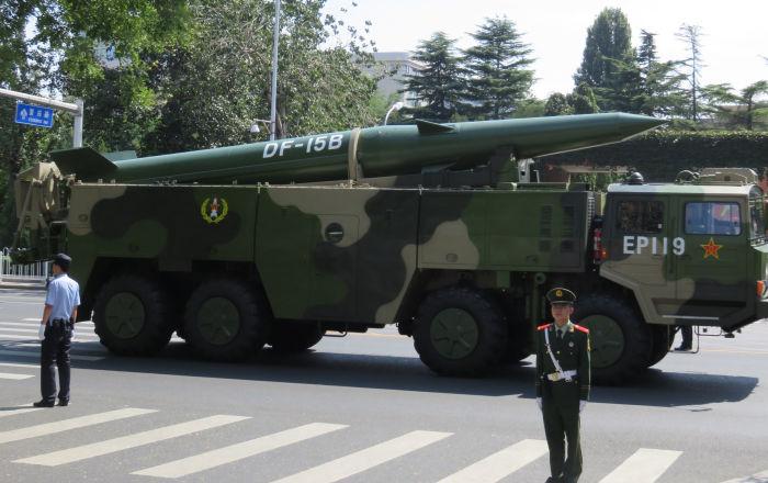 الصين تختبر صواريخ قاتلة يمكنها إغراق حاملات الطائرات الأمريكية… فيديو