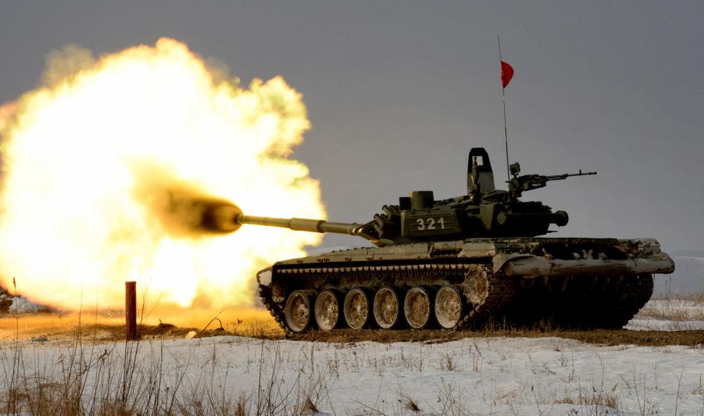 الدبابة Т-72 خلال المسابقات حقل الدبابات بإقليم بريمورسكي كراي