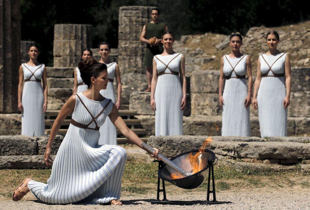 مراسم إشعال الشعلة الألومبية بالموقع الأثري أوليمبيا باليونان، 20 أبريل/ نيسان 2016.