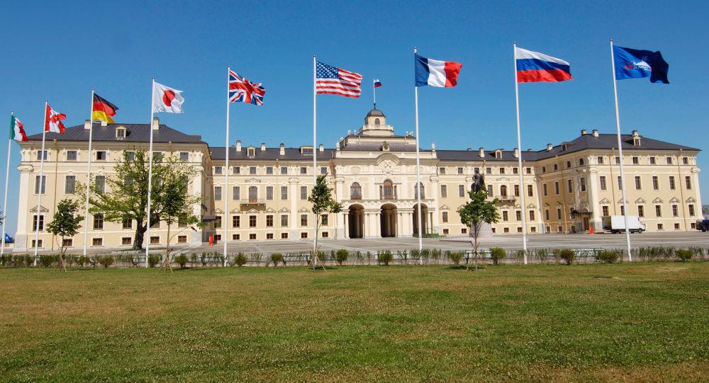 أعلام الدول المشاركة في قمة الثماني