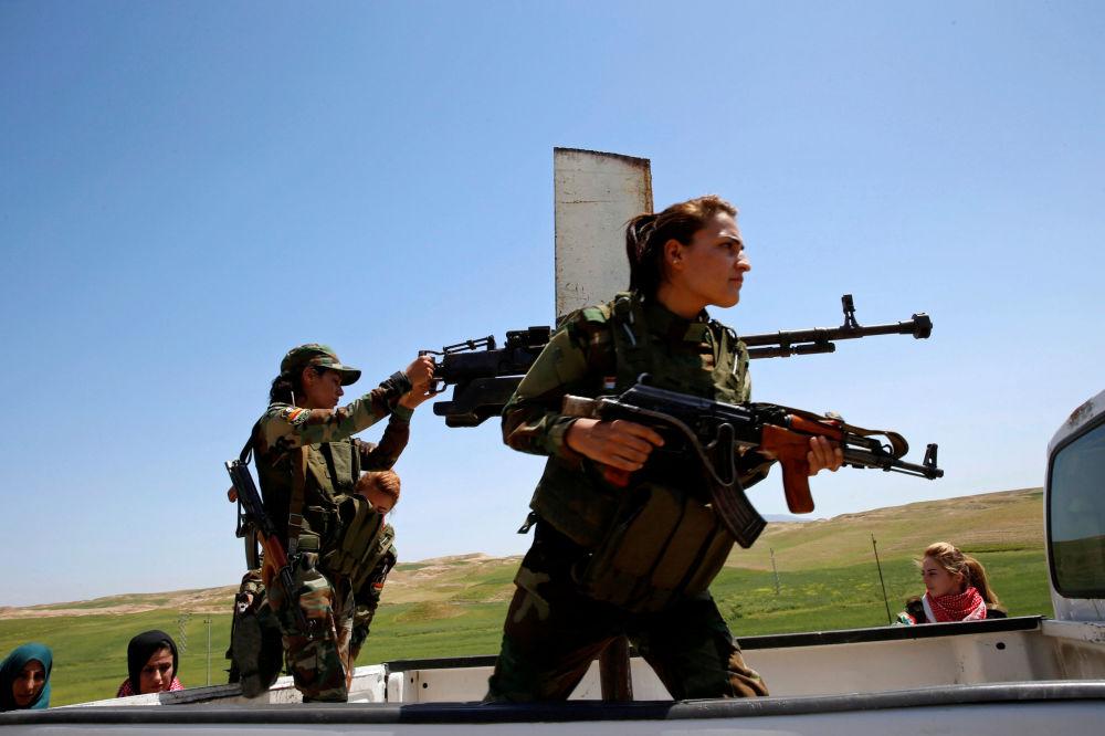 محاربات كرديات على خطوط المواجهة مع العدو في الموصل