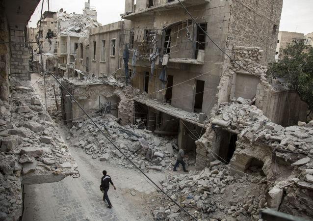 أنقاض مبان مدمرة في مدينة حلب
