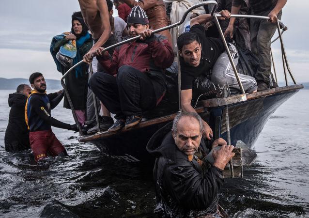 وصول مهاجرين من سوريا إلى جزيرة يونانية