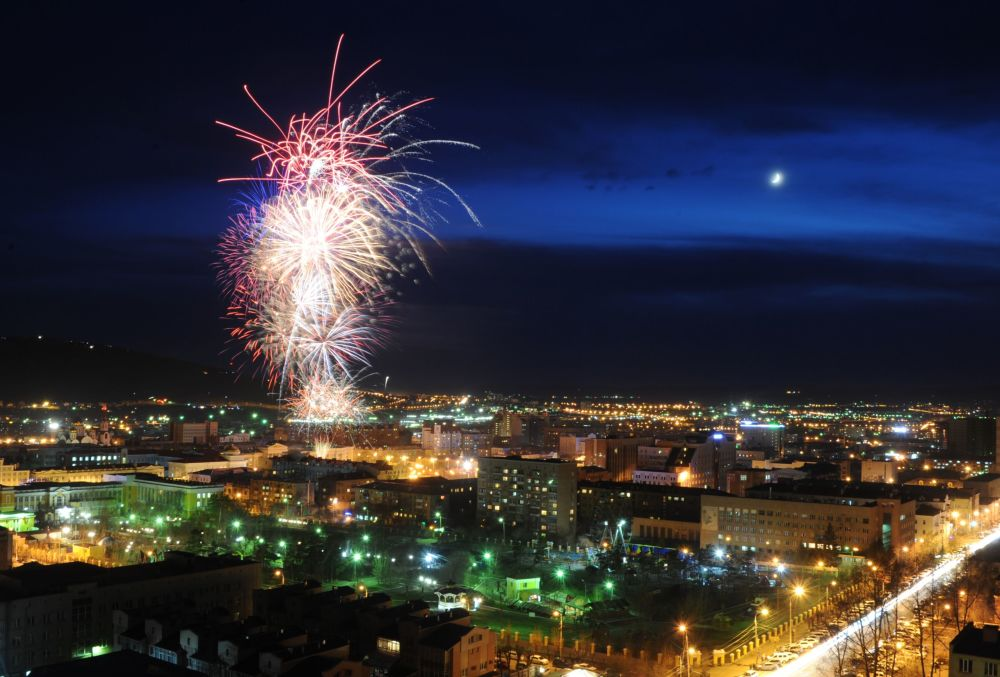 الألعاب النارية في تشيتا بمناسبة الاحتفالات بالذكرى الـ 71 لعيد النصر على النازية في الحرب الوطنية العظمى (1941-1945).