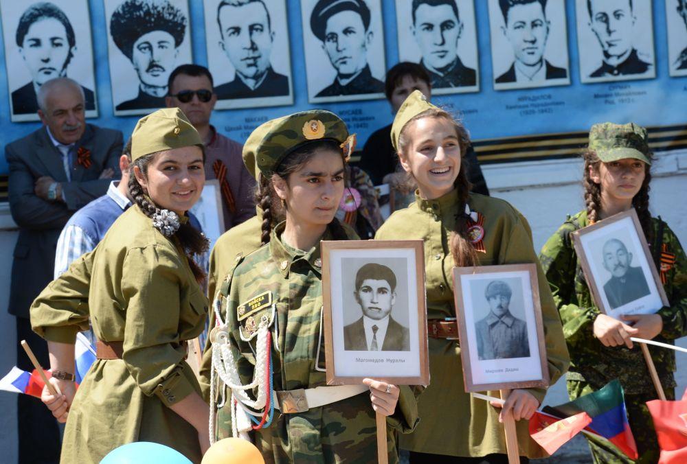 مسيرة الفوج الخالد في داغستان بمناسبة إحياء الذكرى الـ 71 لأبطال المحاربي القدامي اللذين وهبوا حياتهم (واللذين ما زالوا على قيد الحياة) في الحرب الوطنية العظمى ضد ألمانيا النازية (1941-1945)