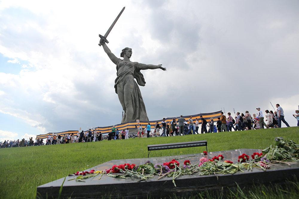 مسيرة الفوج الخالد في مدينة فولغوغراد (ستالينغراد)