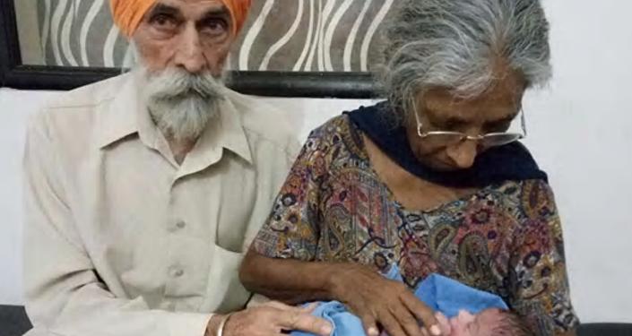 عجوز فى السبعين تلد طفلها الأول