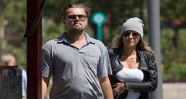 ليوناردو دي كابريو برفقة حبيبته الجديدة عارضة الأزياء إيلا كاواليك