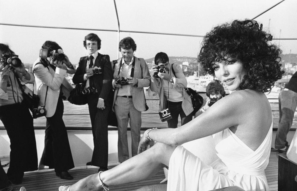 الممثلة جوان كوللينز على ساحل مدينة كان بفرنسا، 13 مايو/ آيار 1979.