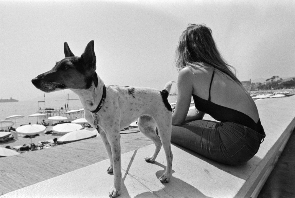 فتاة على ساحل مدينة كان بفرنسا، 12 مايو/ آيار 1979.