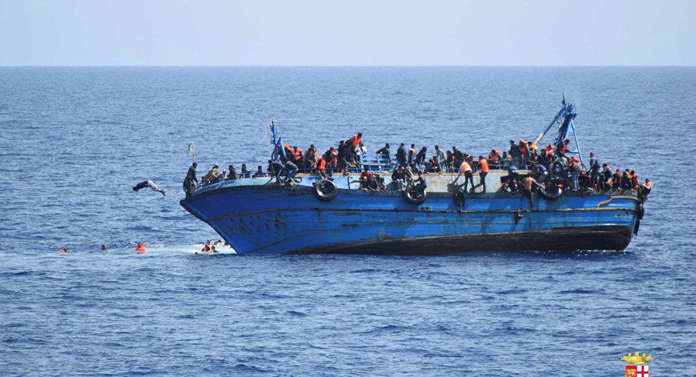 غرق مركب لمهاجرين