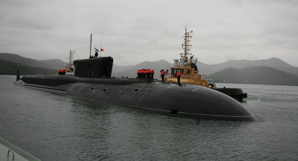 الغواصة النووية حاملة الصواريخ ألكسندر نيفسكي خلال احتفالية استقبالها فى النقطة المستدامة فى كامتشاتكا
