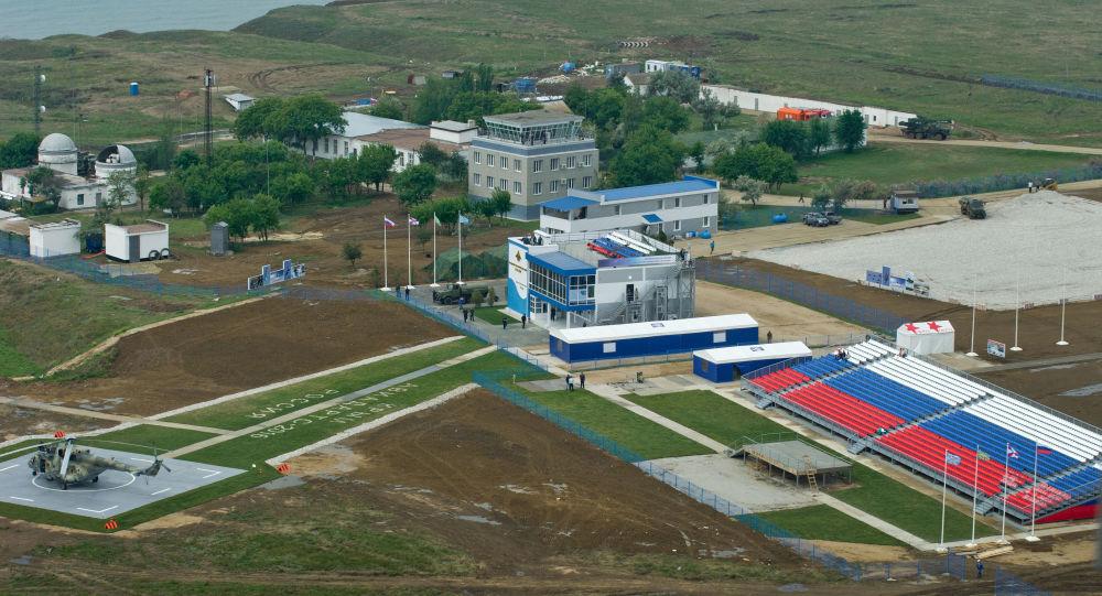 القوات الجوية-الفضائية الروسية خلال التحضيرات لمسابقة عموم روسيا أفيادارتس-2016 في القاعدة الجوية العسكرية تشاودا في القرم.