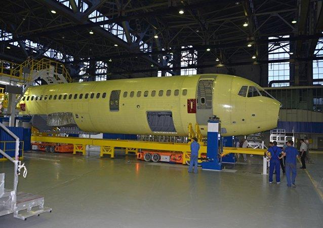 طائرة إم إس-21