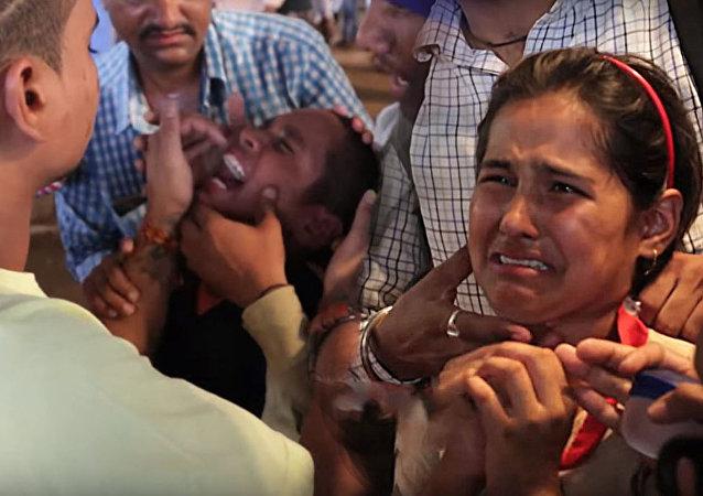 إجبار الأطفال في الهند على إبتلاع الأسماك الحية