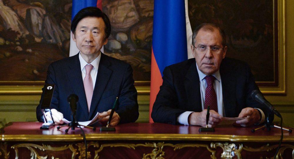 لافروف مع وزير خارجية كوريا الجنوبية