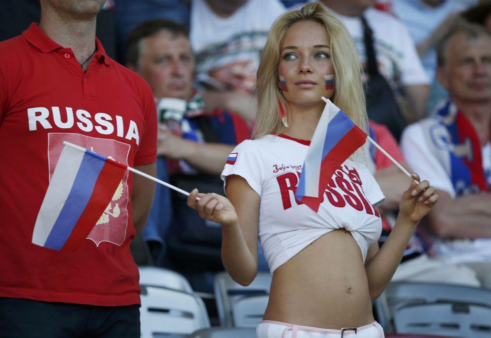 مشجعة من روسيا في بطولة يورو-2016 لكرة القدم في فرنسا