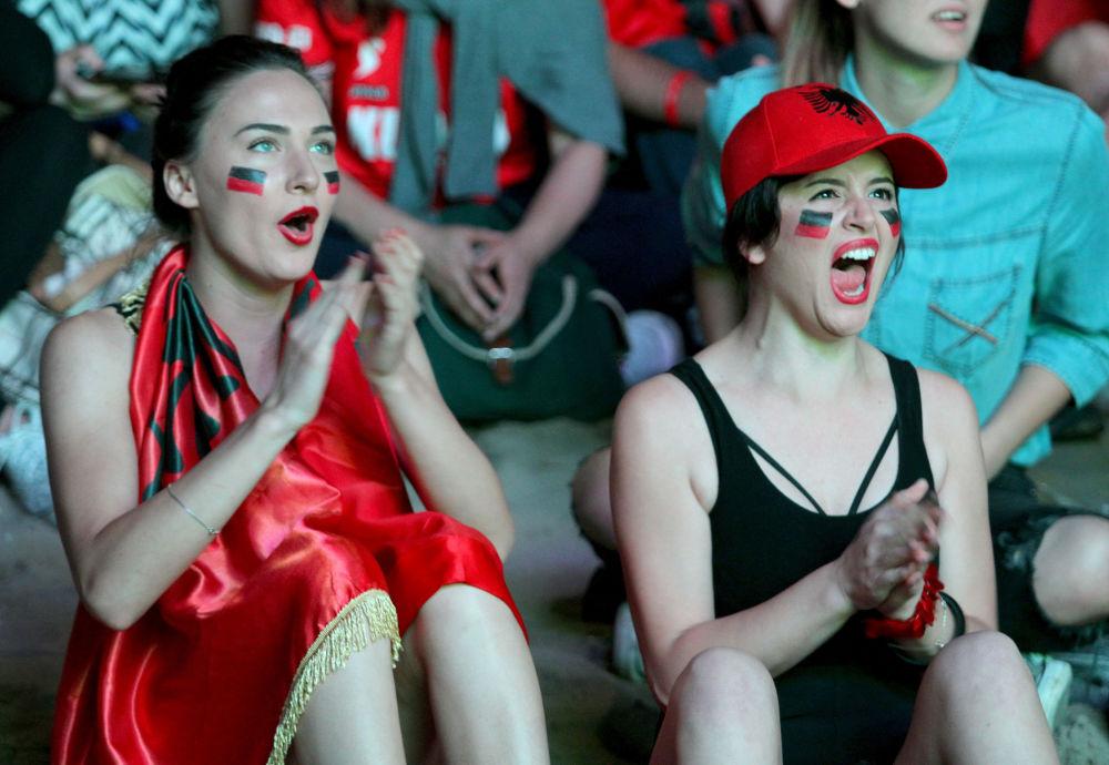 مشجعات من ألبانية في بطولة يورو-2016 لكرة القدم في فرنسا