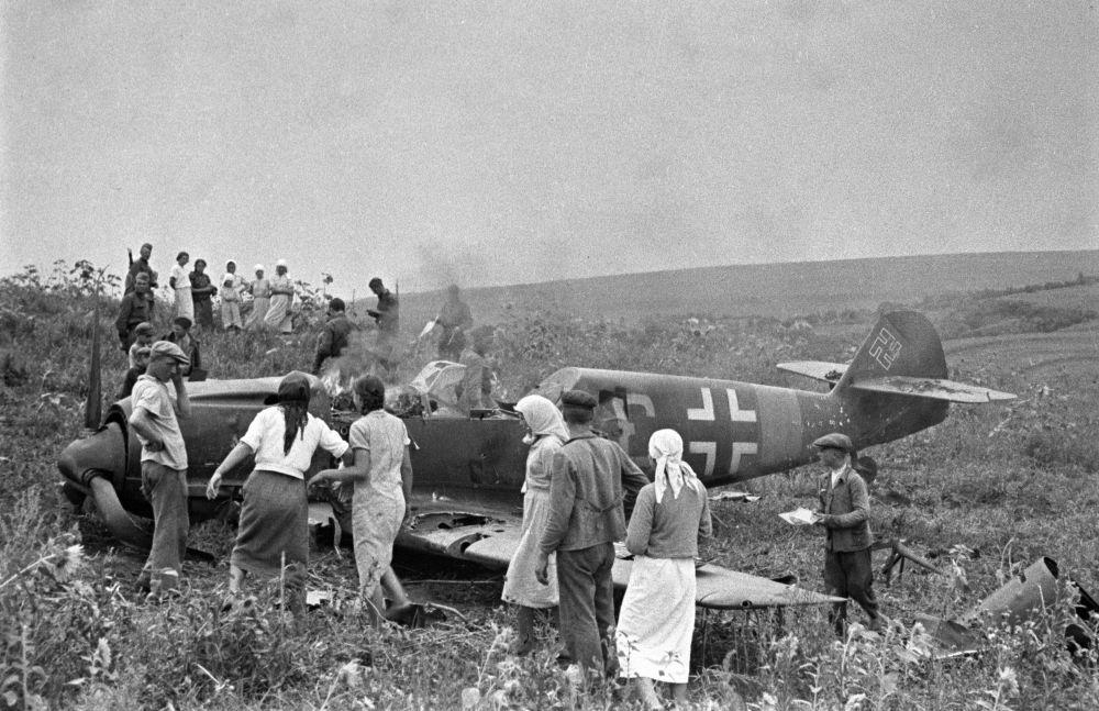 إسقاط قاذفة ألمانية في الجبهة الجنوبية من الحرب عام 1941.