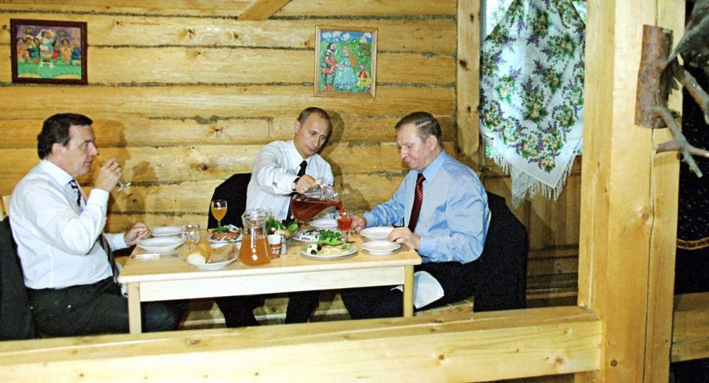 رؤساء روسيا وألمانيا وأوكرانيا عام 2002