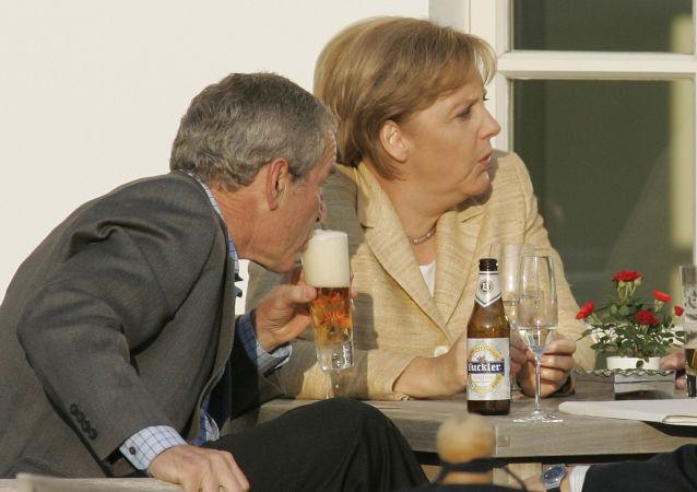 الرئيس الأمريكي جورج بوش ومستشارة ألمانيا أنجيلا ميركل، عام 2007