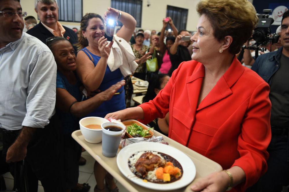 المرشحة للرئاسة البرازيلية ديلما روسيف في ريو-دي-جانيرو، عام 2014