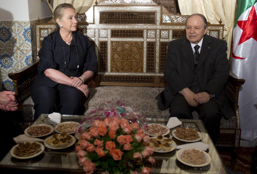وزير الخارجية هيلاري كلينتون والرئيس الجزائري عبدالعزيز بوتفليقة