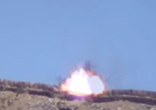 فتاة كردية تدمر مدفعا تركيا بصاروخ محمول