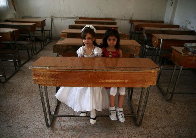 الأطفال يدرسون فى سوريا