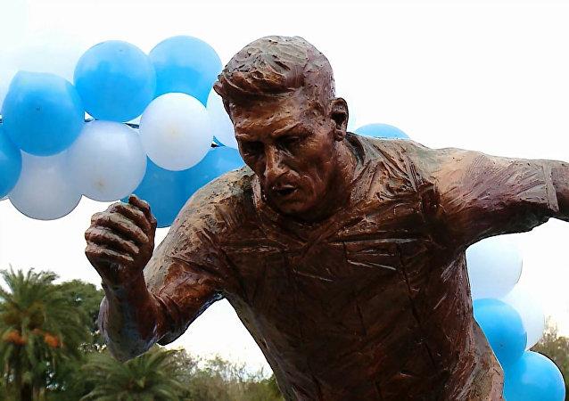نصب تمثال لميسي في شارع «ممر العظماء» بالعاصمة الأرجنتينية