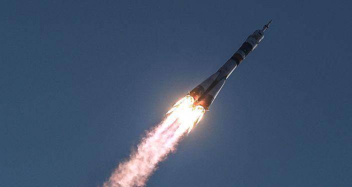 صاروخ سيوز إف غي يحمل مركبة سيوز إم إس إلى مدار في الفضاء