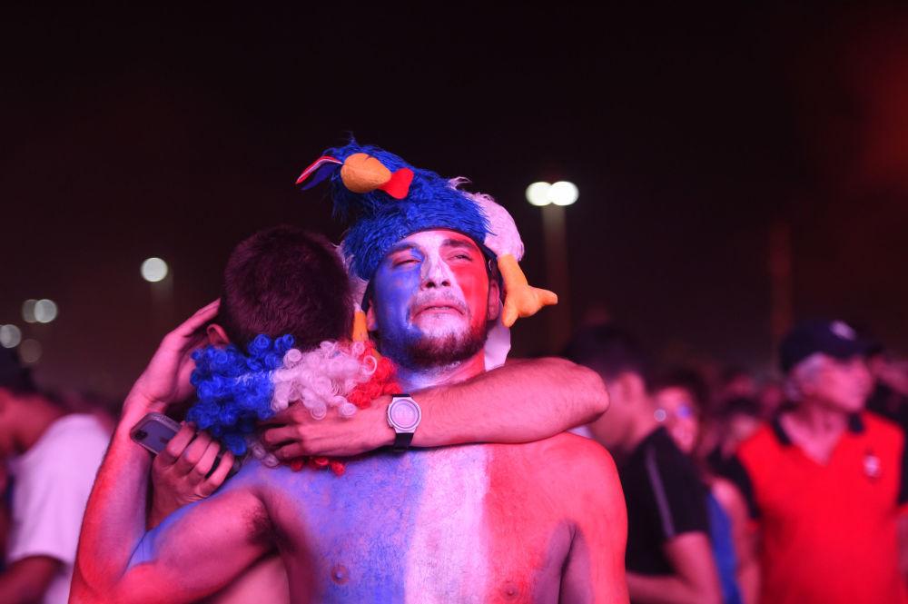 المشجعون الفرنسيون بعد انتهاء مباراة فرنسا والبرتغال