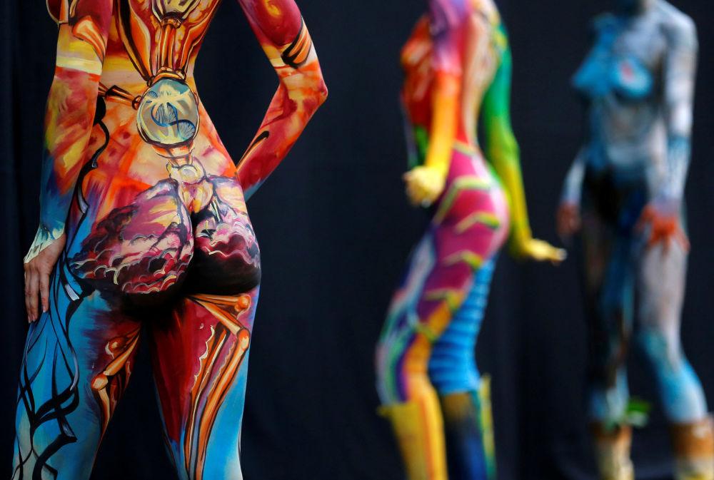 عارضات خلال المهرجان الدولي بودي آرت (الرسم على الأجسام) في النمسا، 1 يوليو\ تموز 2016