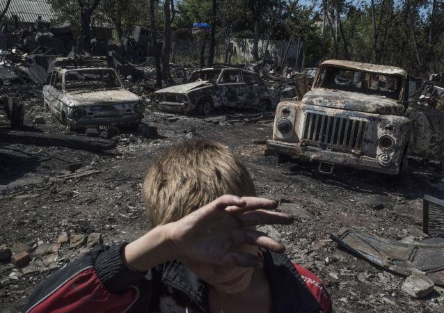 قرية لوزوفوي جراء قصف القوات الأوكرانية في محافظة دونيتسك