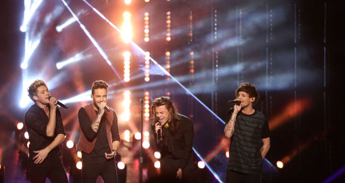فرقة المغنيين وان دايريكشن (One Direction) الإنجليزية-الإيرلندية